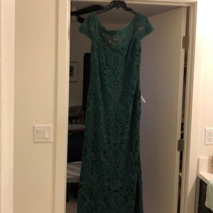 Tadashi Shoji floor length emerald lace dress
